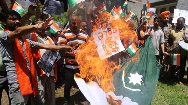 India arrests hundreds who cut the trainlink from Pakistan.
