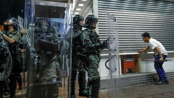 Hong Kong Police sent in to shut down protest.