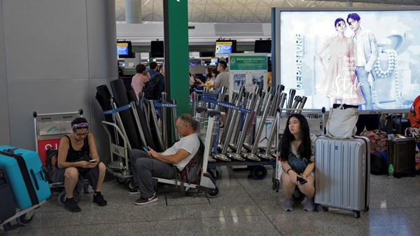Hong Kong Protests occur preventing travel from airport