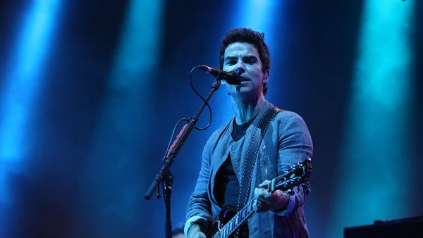 Stereophonics are number 1 chart toppers