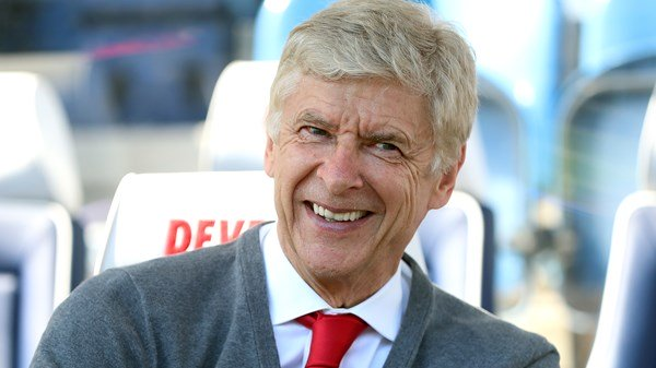 Arsene Wenger says he's in talks with Bayern Munich