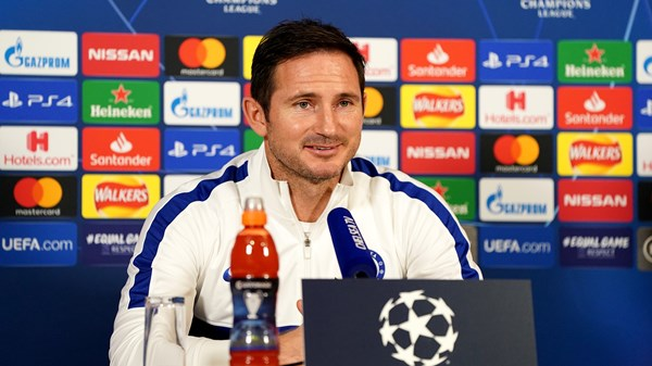 Frank Lampard praises the young Chelsea squad