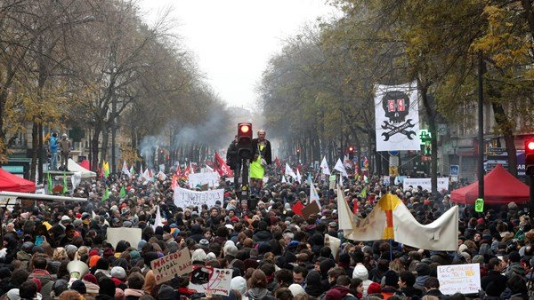 France citizens protests over pensions