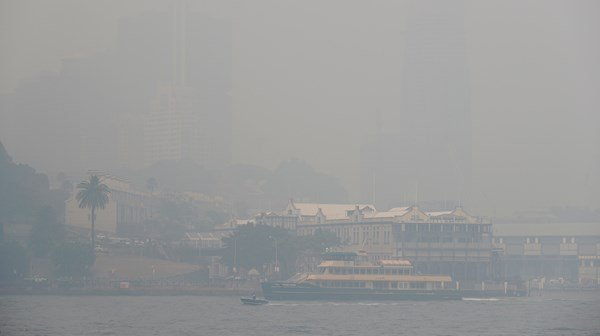 Australia skies filled with smog from bush wildfires