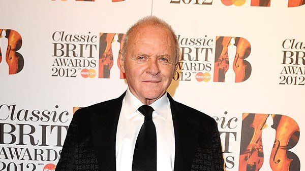 Anthony Hopkins tries out Toosie Challenge