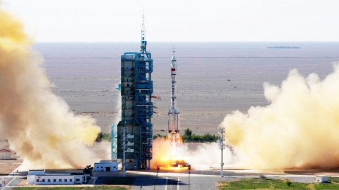 Chinese spaceship returns from space station